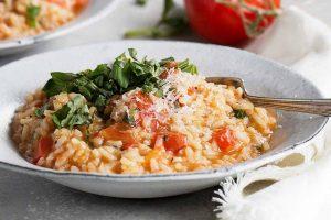 Arroz con tomate y parmesano al microondas