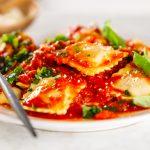 Receta de tortellinis con verduras y almendras en el microondas
