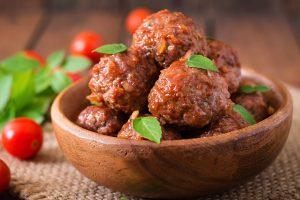 Albóndigas con salsa de tomate al microondas